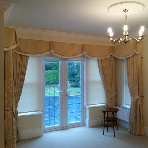 Curtains & Pelmet